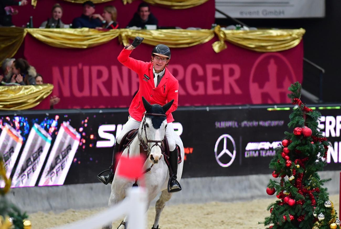 Tobias Meyer Queentina Crowned In 80000 Sportland Salzburg Grand